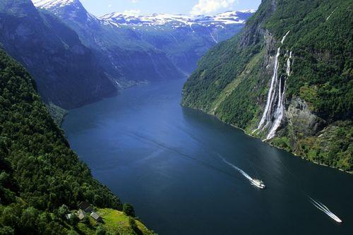 Geiranger_fjord_norway